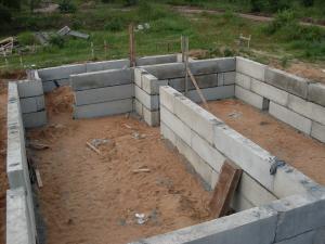 Здание из фундаментных блоков