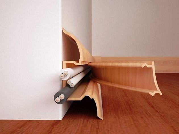 Чем приклеить кабель канал к стене