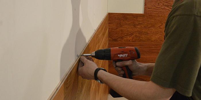 Как крепить панели на клей к стене