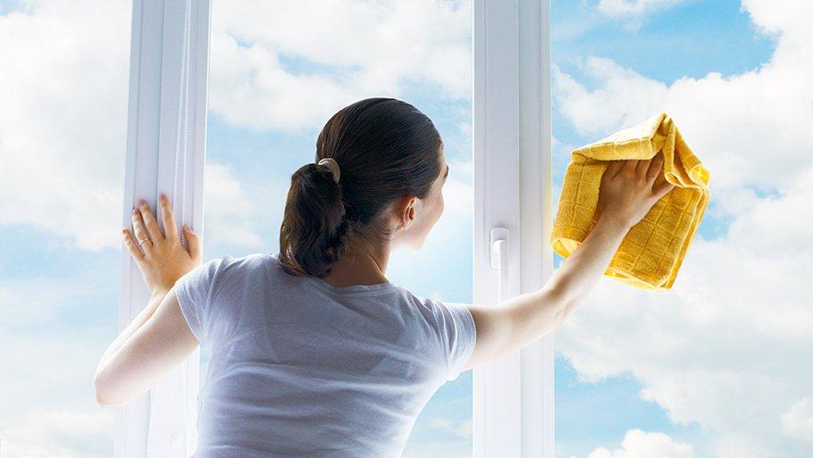 Чем почистить окна в домашних условиях