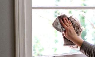 Чем и как отмыть окна после ремонта