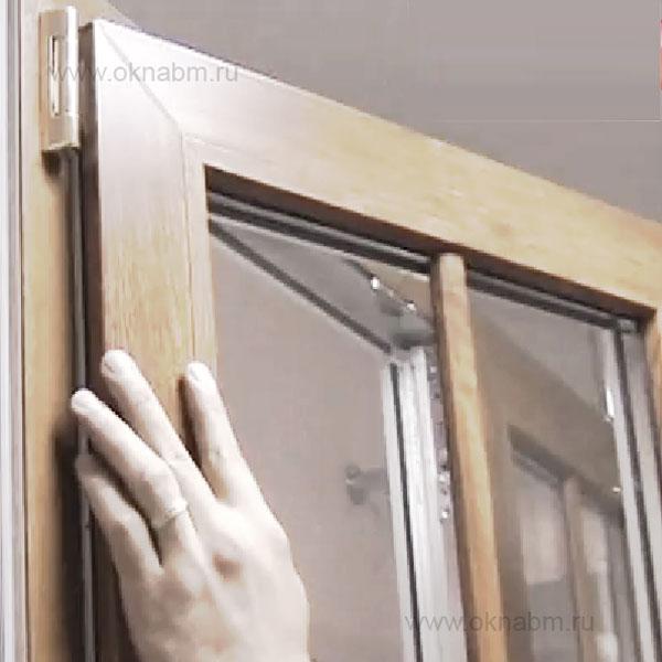 Заклинило пластиковое окно - что делать?