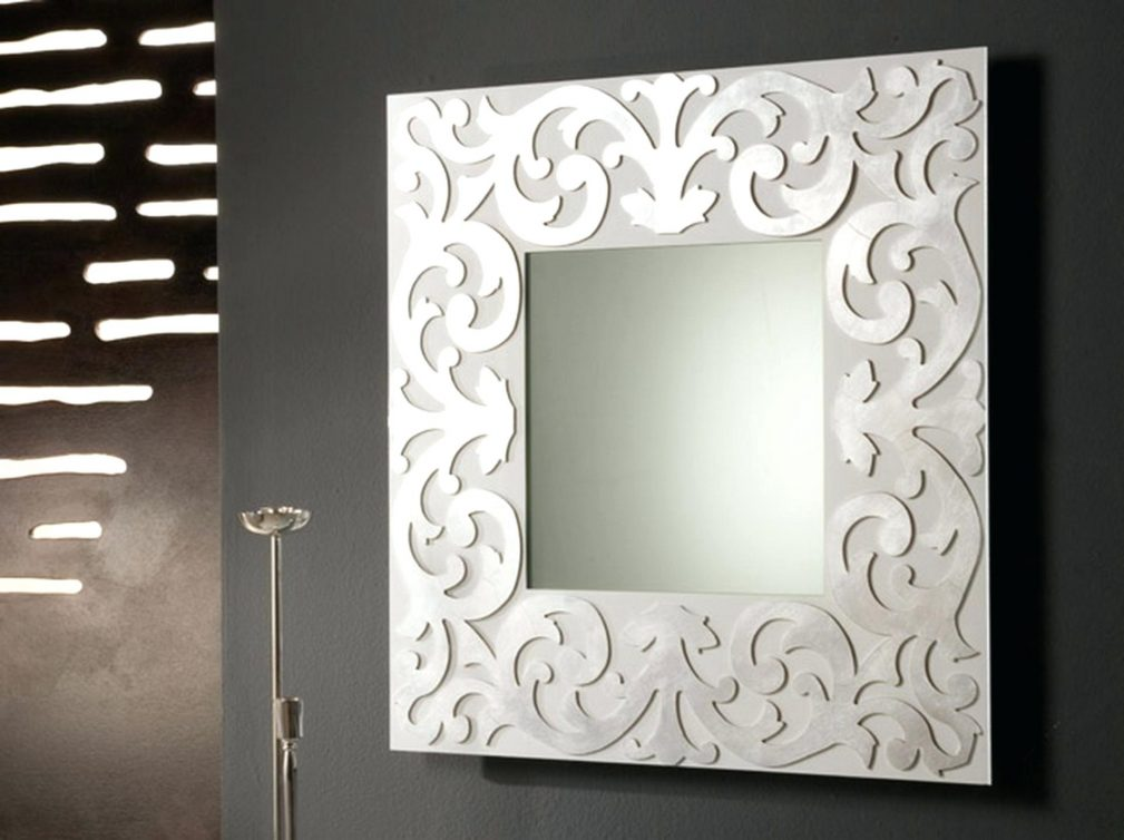 Как прикрепить зеркало к стене с обоями