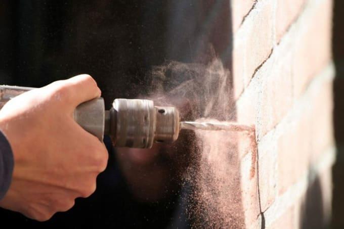 Как сделать дырку в стене без дрели