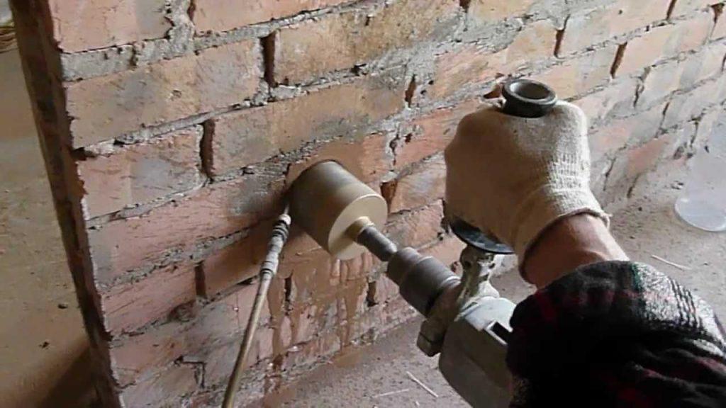Как закрепить подрозетник в бетонной стене