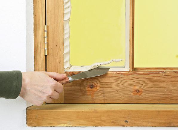 Как утеплить деревянные окна пеной