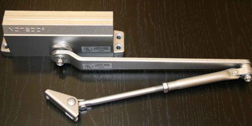 Регулировка доводчика двери: инструкция, устройство механизма. Установка доводчика на дверь
