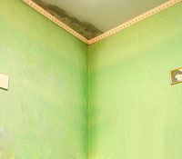 Мокреют стены в частном доме что делать