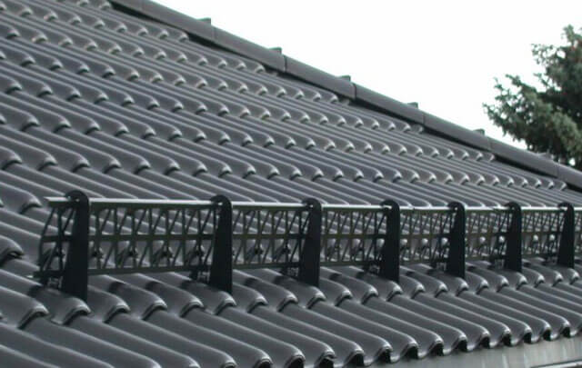 Как установить снегозадержатели на крышу своими руками