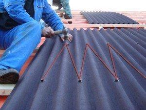Как кладут шифер на крышу