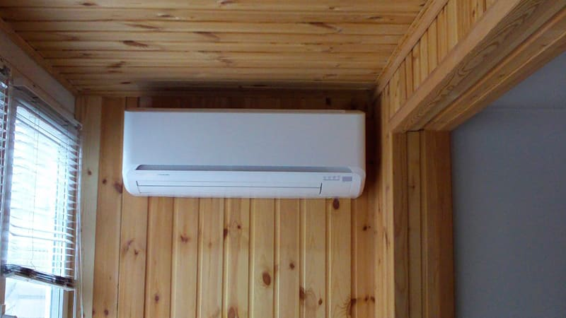 Как можно и как нельзя устанавливать кондиционер на остеклнном балконе