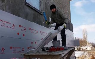 Как закрепить пеноплекс к кирпичной стене