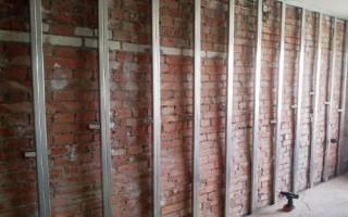 Чем дешевле выровнять стены гипсокартоном или штукатурка