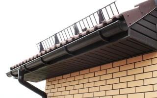 Снегозадерживающие устройства на скатной крыше устанавливают