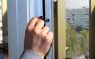 Как крепится москитная сетка на пластиковое окно