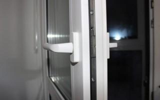Как регулировать пластиковые двери балкона