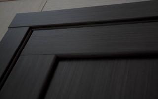 Как ухаживать за дверями из шпона