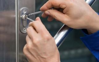 Как открыть металлическую дверь если сломался замок