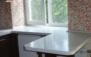 Стол вместо подоконника на кухне