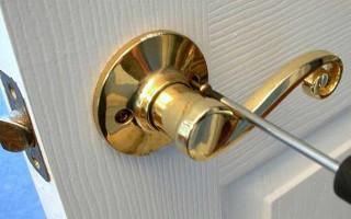 Как установить дверную ручку в межкомнатной двери