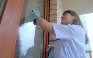 Как вымыть окна на лоджии снаружи