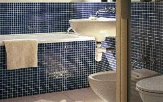 Чем закрыть стены в ванной вместо плитки