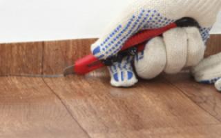 Как обрезать линолеум по стене