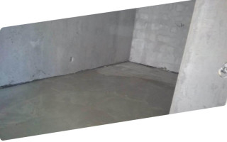 Что сначала стяжка пола или штукатурка стен