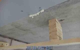 Как обшить потолок на балконе пластиковыми панелями