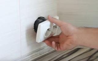 Как вставить розетку в стену