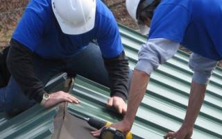Как правильно накрыть крышу профнастилом