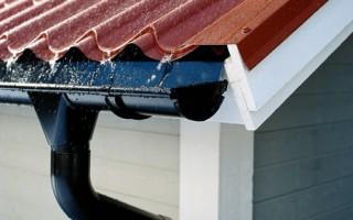 Устройство водостока с крыши своими руками