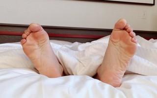 Можно ли ставить кровать ногами к окну