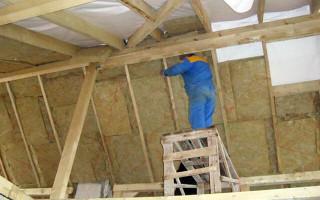 Как утеплить крышу деревянного дома изнутри