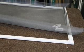 Как вставить сетку в пластиковое окно