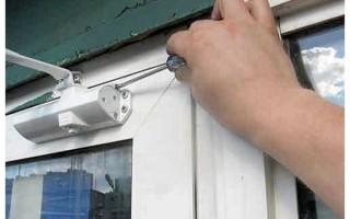 Как регулировать дверной доводчик