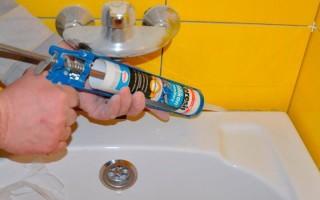 Как соединить ванну со стеной